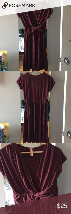 Modcloth Ruby Jersey Knit Dress Size M This has never been worn, jersey knot dress in a beautiful ruby/oxblood color. Rushing around waist for a beautiful hourglass shape. Measures 38 inches from shoulder to hem ModCloth Dresses Mini