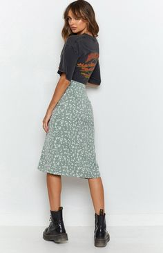 Floral Skirt Outfits, Casual Skirt Outfits, Modest Outfits, Trendy Outfits, Cool Outfits, Fashion Outfits, Midi Skirt Floral, School Skirt Outfits, Summer Skirt Outfits