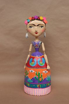 paper mache figures Paper Clay Art, Paper Mache Crafts, Wire Crafts, Doll Crafts, Diy Fashion Shoes, Paper Dolls, Art Dolls, Paper Mache Sculpture, Tissue Paper Flowers