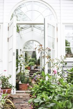 What Every Garden Enthusiast Should Find Out About Greenhouse Systems – Greenhouse Design Ideas Greenhouse Shed, Small Greenhouse, Dream Garden, Home And Garden, Garden Homes, Inside Garden, Greenhouses For Sale, Potting Sheds, Decoration Design