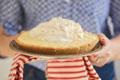 15 Minute Coconut Cream Pie Recipe - Gemma's Bigger Bolder Baking Gluten Free Pumpkin Pie, Bigger Bolder Baking, Keylime Pie Recipe, Coconut Cream, Toasted Coconut, Pie Coconut, Coconut Cakes, Cream Pie Recipes, Chocolate Pies