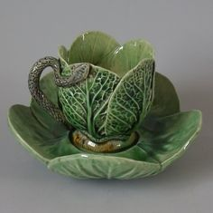 Mafra Majolica Palissy Cabbage Leaf Cup and Saucer Glazes For Pottery, Ceramic Pottery, Ceramic Cups, Ceramic Art, Earthenware, Stoneware, Cabbage Leaves, China Patterns, Tea Cup Saucer