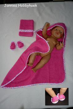 Badset, bestaande uit badcape, badslippers en washand voor BabyBorn 43cm, eigen ontwerp.