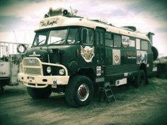 1964 Bedford RL Bus Camper by Five Starr Photos ( Aussiefordadverts), via… Bus Camper, Off Road Camper, Bedford Buses, Bedford Truck, Rv Trailers, Vintage Trailers, 4x4 Trucks, Offroad, Cool Campers