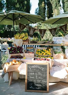 Keep it fresh! Seasonal fruit makes a bright (and delicious) gift for your guests. Wedding favors, Summer wedding ideas