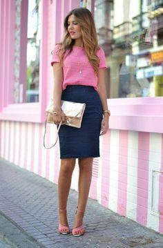 business kleider rosa t shirt blauer rock hohe schuhe kleine tasche