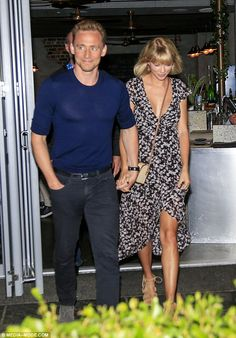 Candids of Taylor and @twhiddleston leaving Gemelli Italian restaurant in Broadbeach, Gold Coast!