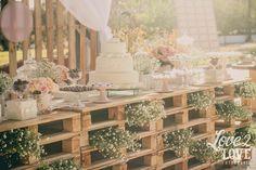 Decoração de casamento com pallets.  Casamento ao ar livre.