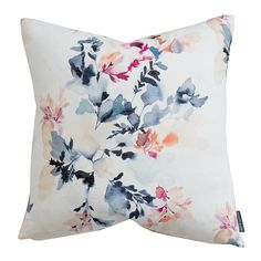 We're here to show you how to style your pillows the Studio McGee way! Bed Decor, Floral Pillows, Throw Pillows, Decorating Small Spaces, Space Decor, Glamour Living Room, Designer Pillow, Pillows, Decorative Pillows