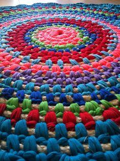 Crochet Rug Fabric And Rope Braided – Images Gallery Fabric Rug, Fabric Scraps, Scrap Fabric, Crochet Rug Patterns, Crochet Rugs, Crochet Fabric, Homemade Rugs, Braided Rag Rugs, Rag Rug Tutorial