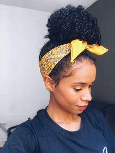 Bandana amarela coque cabelo cacheado