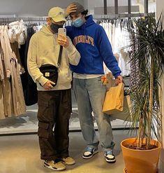 T Shirt Streetwear, Mode Streetwear, Retro Outfits, Boy Outfits, Fashion Mode, Mens Fashion, Good Poses, Bad Girl Aesthetic, Mood