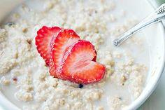 Havregrød med jordbær er et godt råd til at reducere risikoen for stress.