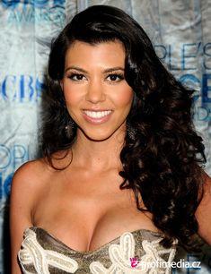 Kourtney Kardashian Celebrity Hairstyles | Hairstyle Ideas #celebrityhairstyles #KourtneyKardashian