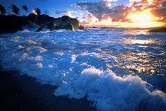 Beautiful colorful pictures and Gifs: Reflecting Water gif- Reflecion de agua con efectos Pictures Images, Colorful Pictures, Nature Pictures, Bing Images, Ocean Gif, Ocean Waves, Twitter Blog, Ideas De Instagram Story, Yasmina Rossi