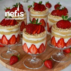 Strawberry Pudding, Best Banana Pudding, Banana Pudding Recipes, Mini Cheesecakes, Summer Desserts, Christmas Desserts, Magnolia Bakery Banana Pudding, Vegan Recipes Easy, Dessert Recipes