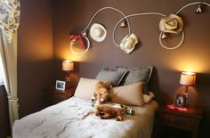 If you have taste for adventure, this is an ingeniuis way of showcasing your spoils. Perfect for the boy's room makeover.