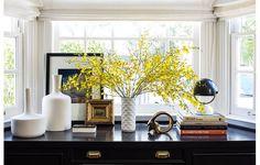 living-gazette-barbara-resende-decor-escritorio-mesa-vidro-dourado-glamour-aparador