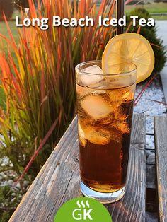 Der Cocktail zählt zu den Longdrinks und wird mit einer Zitronenscheibe und viel Eis serviert. Ein absoluter Partydrink! Long Island, Cocktails, Iced Tea, Long Beach, Pint Glass, Beer, Tableware, Complete Nutrition, Clean Foods