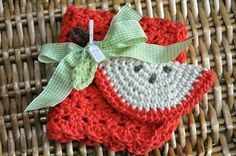 back-to-school crocheted apple scrubbie and dishcloth {free pattern} | Little Birdie Secrets