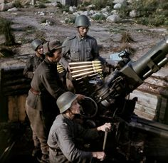 Finnish soldiers operating a Bofors gun during WWII. The Bofors 40 mm gun, often referred to simply as the Bofors gun German Soldiers Ww2, German Army, Ww2 History, Military History, Ww2 Photos, World War Ii, Wwii, Major Events, Soviet Union