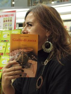 Giallo di zucca alla libreria Feltrinelli (Ferrara).