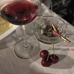 Imagem de aesthetic, cherry, and cigarette Red Aesthetic, Aesthetic Photo, Aesthetic Pictures, Aesthetic Galaxy, Cherry Wine, Cherry Red, Old Money, Dream Life, Ny Life
