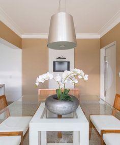 Mix de cor belíssimo na sala de jantar by Monise Rosa. Amei Me encontre também no @pontodecor {HI} Snap:  hi.homeidea  http://www.bloghomeidea.com.br #bloghomeidea #olioliteam #arquitetura #ambiente #archdecor #archdesign #hi #cozinha #homestyle #home #homedecor #pontodecor #homedesign #photooftheday #love #interiordesign #interiores  #picoftheday #decoration #world  #lovedecor #architecture #archlovers #saladejantar #project #regram #canalolioli