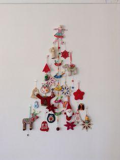My 2013 Wall Christmas Tree with a folk art theme
