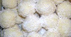 Εξαιρετική συνταγή για Χιονούλες. Μια πολύ εύκολη συνταγή με ελάχιστο χρόνο εκτέλεσης (περίπου 15-20 λεπτά). Λίγα μυστικά ακόμα Αντι να κυλήσετε την χιονούλα σε ινδοκάρυδο, μπορείτε να την κυλίσετε σε τρούφα, ή σε τριμμένους ξηρούς καρπούς. Μια άλλη ακόμα ιδέα, αν σας αρέσουν τα φουντούκια, είναι να πλάσετε κάθε χιονούλα γύρω από ένα φουντούκι, είναι πολύ καλός συνδυασμός. Οι χιονούλες μπορούν να μπουν στην κατάψυξη, διατηρούνται εξαιρετικά και είναι πολύ καλή λύση για ένα γρήγορο και…
