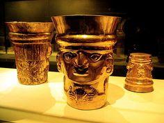Copas de oro Sican del siglo 9-11 de Lambayeque, Perú. Ahora en el Metropolitan Museum of Art, Nueva York