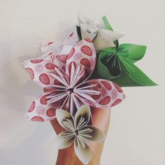Fleurs Origami Noel, papier Cultura #papier #fleurspapier #paper #flowerspaper #craft #origami #origamiflower #fleursorigami #fleurs #flowers #diy #doityourself #diychristmas #christmas #noel #instachristmas #instanoel #nathylyx #cultura #madeinhome #handmade #loisirscreatifs #culturaloisirs