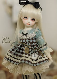 Alice in Wonderland **+ Pretty Dolls, Cute Dolls, Beautiful Dolls, Ooak Dolls, Blythe Dolls, Monster High, Alice In Wonderland Doll, Eiffel, Through The Looking Glass