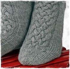 Lupaamani ohje . Vihdoin valmis. Ensin kudoin tummanharmaat sukat, malli syntyi siinä kutoessa. Näiden pohjalta...