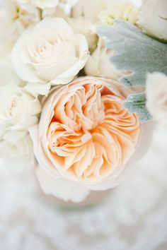 We are closing out the week here at SMP Florida with a super gorgeous fete by 1313 Photography. You're seriously gonna die when you see all the pretty florals like baby's breath and old moss roses in the prettiest, little mason