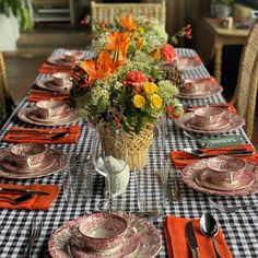 "𝐒𝐚𝗺𝐚𝐧𝐭𝐡𝐚 𝐕𝐚𝐥𝐥𝐞𝐣𝗼-𝐍𝐚𝐠𝐞𝐫𝐚 on Instagram: ""Familia"" Tablescapes, Table Settings, Instagram, Houses, Table Scapes, Place Settings, Table Arrangements"