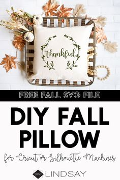 An easy way to make your decorations more sophisticated for the Thanksgiving season. Use this FREE Thanksgiving SVG file and create the perfect Fall vibes. Diy Projects For Beginners, Fall Projects, Vinyl Projects, Diy Craft Projects, Diy Crafts, Creative Crafts, Paper Folding Crafts, Diy Paper, Paper Crafts