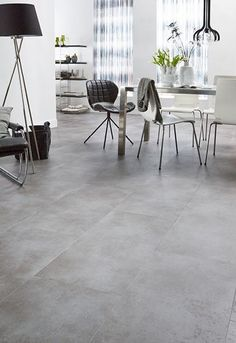 Woontrend: Eclectisch wonen - Caspar Dekkers Interieurs Tile Bedroom, Bedroom Flooring, Industrial Interior Design, Diy Interior, Best Flooring, Grey Flooring, Grey Floor Tiles, Apartment Renovation, Home And Living