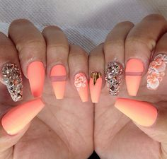 Find images and videos about nails, nail art and golden on We Heart It - the app to get lost in what you love. Sexy Nails, Dope Nails, Fancy Nails, Nails On Fleek, Black Nails, Matte Nails, Glitter Nails, Acrylic Nails, Fabulous Nails
