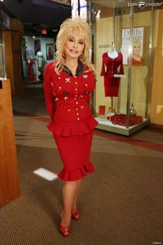 Dolly in red. Country Musicians, Country Music Singers, Pigeon Forge, Dolly Parton Costume, Dumb Blonde Jokes, Dolly Parton Pictures, Kitty Wells, Porter Wagoner, Jolene Blalock