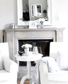 ...und schnell noch einen Spiegel im Spiegel für #wohnkonfetti und das #spiegelkonfetti !  #interior_and_living #whiteliving #inredning #stilinspiration #interior_magasinet #wohnkonfetti #asafotoninspo #scandinavian #nordic #inredningsdesign #whitehome #paintedfurniture #chalkpaint  #ilovemyinterior #whiteinterior #wohneninweiss #boligmagasinet #mirror #sundayathome #fireplace by meineart_dp