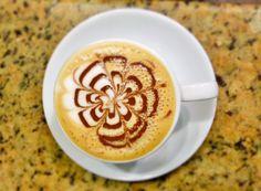Pensado para iniciar tu día. Deléitate con un #LatteAroma disfruta la experiencia del mejor café. Descubre tu lugar de encuentro descubre #AromaDiCaffé visítanos en el C.C. Metrocenter pasaje colonial. #AromaDiCaffé #ExperienciaAroma #SaboresAroma #MomentosAroma #Coffee #CoffeeTime #CoffeeLovers