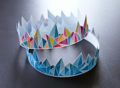 LuluSuperglu: COURONNES ET GALETTE DES ROIS Activities For Kids, Crafts For Kids, Toilet Paper Crafts, Origami And Quilling, Paper Crowns, Piece Of Cakes, Decorative Bowls, Christmas Crafts, Projects To Try