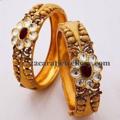 Latest Collection of best Indian Jewellery Designs. Antique Bracelets, Antique Jewelry, Bangle Bracelets, Kundan Bangles, Gold Bangles, Real Gold Jewelry, Indian Jewelry, Diamond Bangle, Jewelry Design