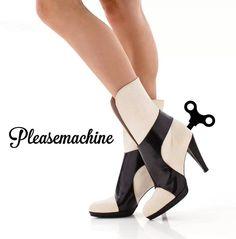 Black and white hihg heels. Monochrome clockwork by Pleasemachine. Www.pleasemachine.me