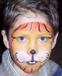 grimeren  - Google zoeken Halloween Face Makeup, Barn, Google, Carnival, Converted Barn, Barns, Shed, Sheds