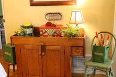Vintage picnic decor in antique dry sink. #vintage #retro #picnic