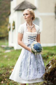 Brautdirndl aus Leinen                                                                                                                                                                                 Mehr