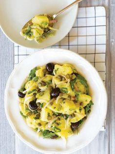 Πατατοσαλάτα κλασική - www.olivemagazine.gr Greek Recipes, Vegan Recipes, Snack Recipes, Cooking Recipes, Snacks, Appetizer Salads, Appetizers, Salad Bar, Kinds Of Salad