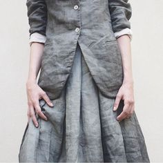 linen// Oh man!!!!! LOVE this ensemble.....the soft dove grey and the mid-tone charcoal.....and LINEN!  Incredible!! The big inverted pleats are so amazing, would be grand to walk in this skirt!